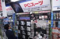 パソコン売り場に現われた黒タイツ「PCスーツ」=東京・秋葉原の「ヨドバシAkiba」