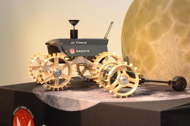 「ロンギヌスの槍」を搭載する予定の「HAKUTO」が開発した無人探査機=東京都渋谷区