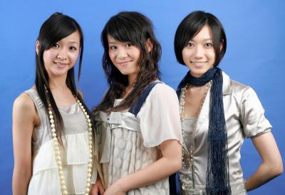 パフュームの(左から)樫野有香(かしゆか)、西脇綾香(あ~ちゃん)、大本彩乃(のっち)