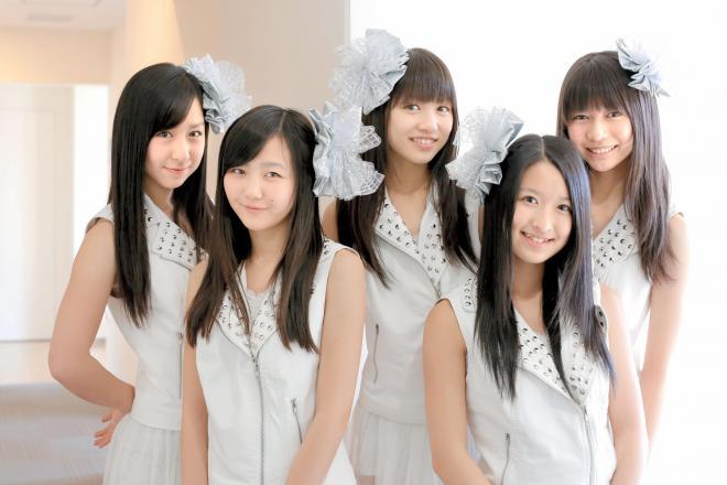 アイドルの看板を下ろして、アーティスト宣言をした「東京女子流」。左から小西、山辺、新井、中江、庄司=2013年3月