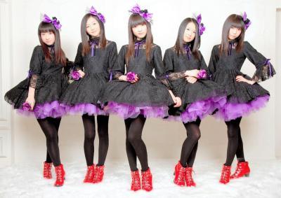 東京女子流のメンバー=2011年2月