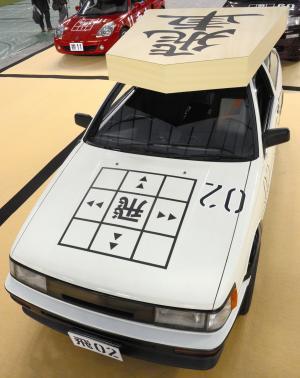 「飛車」に見立てた「カローラ レビン(AE86)」=埼玉県所沢市の西武ドーム