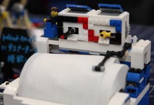 ニコニコ技術部の作品、LEGOで作ったトイレットペーパーホルダー