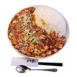 ジャンボ麻婆豆腐丼。2100円。大量の麻婆豆腐が大皿の端まで