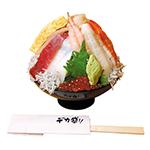 ぐるMEGA丼。3233円。1kgのご飯に新鮮なネタ16種類が盛られた海鮮丼です
