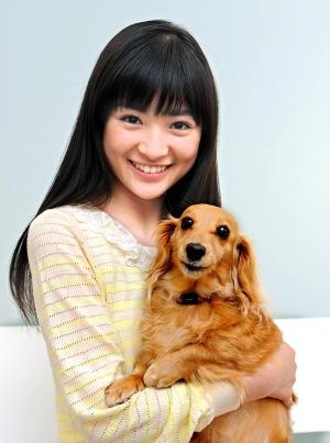 優希美青さんと愛犬ララ=2014年3月