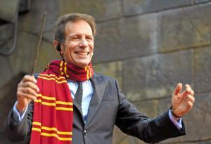 「ハリー・ポッター」の新エリアの開業を喜ぶグレン・ガンペル社長=2014年7月15日