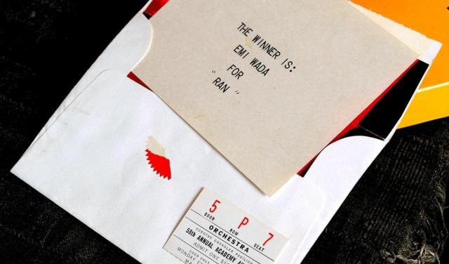 アカデミー賞の授賞式で、プレゼンターのオードリー・ヘプバーンが読み上げた「結果」