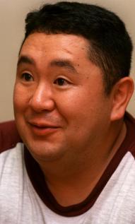 一平ちゃんのCMに出演していた松村邦洋さん=1998年