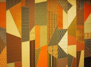 宴会場ロビーにある「錦張り」。上代裂と名物裂の復元品100種を張りまぜた装飾