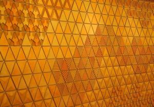 宴会場の壁は鱗文様