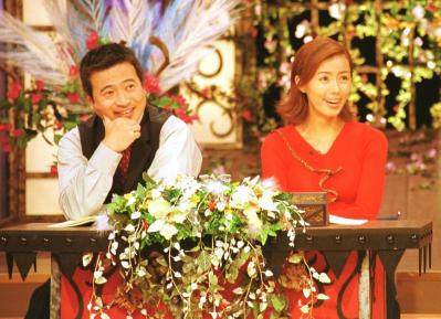「DQN」の元ネタとされるテレビ番組「目撃!ドキュン」(テレビ朝日系)の収録風景。借金や不倫などに苦しむ人たちを取り上げ、こういった人たちを指すスラング「DQN」が生まれた。ラサール石井さん(左)と田中律子さんが司会。番組のコンセプトは「人間の応援歌」だった