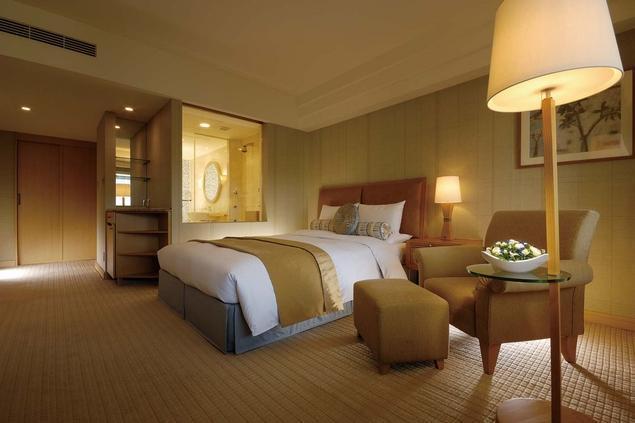 マイナスイオンの空調や多機能シャワーなど、癒やしを極めた客室