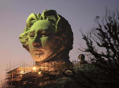 建造中の毛沢東像=2009年11月23日