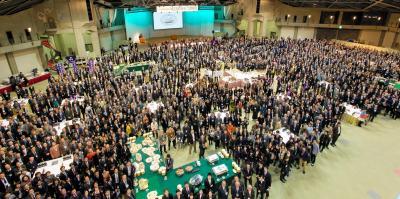 同志社大の校友会が昨年初めて開いた「大懇親会」。結束を強める狙いがあった=2014年2月15日、京都市内、同校友会提供