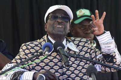 演説するムガベ大統領=2013年7月27日