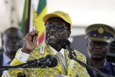 演説するムガベ大統領=2014年12月4日
