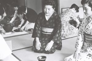 NHKの番組「私の秘密」に出演していたころの塩月弥栄子さん=1962年6月