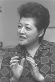 「冠婚葬祭」を出版したころの塩月弥栄子さん=1970年12月