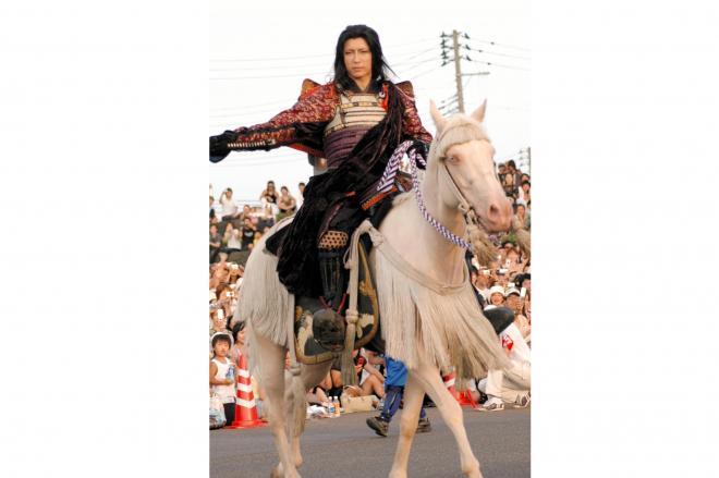出陣行列で上杉謙信役を演じるGACKTさん=2007年8月25日、上越市で