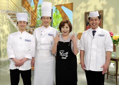 「上沼恵美子のおしゃべりクッキング」の調理師陣=2013年4月24日、朝日放送提供