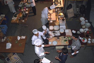 【画像】20年前の番組舞台裏 「上沼恵美子のおしゃべりクッキング」の料理の仕込みをする料理人たち