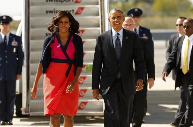 国連会議出席のためニューヨークに降り立ったオバマ大統領夫妻=2014年9月23日