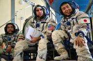 外国人の宇宙飛行士と一緒に訓練をする若田光一さん=2013年8月12日