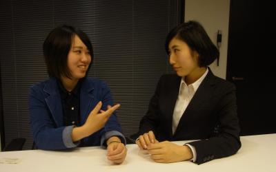 運営メンバーの中央大学3年の中里有沙さん(左)と、学習院大3年の藤花愛理さん