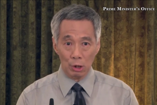 目に涙を浮かべ、父リー・クアンユー氏の死去を報告するシンガポールのリー・シェンロン首相