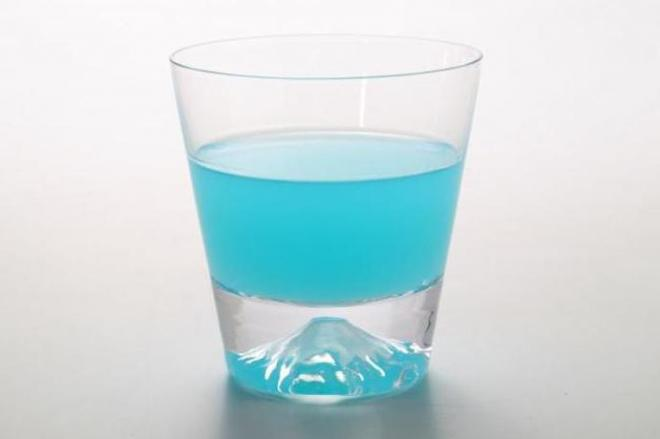 Fujiグラス。ブルーハワイで鮮やかな青に=ル・ノーブル提供