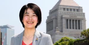 同性愛を公表した日本初の国会議員となった、尾辻かな子氏=2013年5月22日