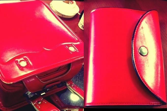 左のランドセルが財布に変身=レザースタジオ サード提供