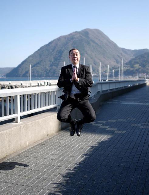 「跳ばずにいられないっ! ソラリーマン ジャパン・ツアー」より©Yuki AOYAMA