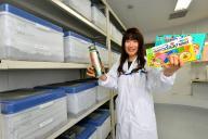 ゴキブリの飼育室。エアコンが24時間稼働し、除湿機や加湿機を使い分けて、年中過ごしやすい環境にしている=兵庫県赤穂市、水野義則撮影