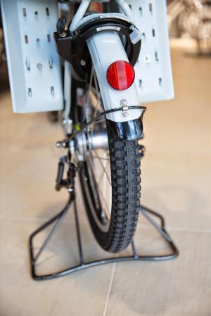【ブリヂストン】Bikke2e(ビッケツーe)の車輪。20インチでも、極太タイヤのおかげで、安定感がある