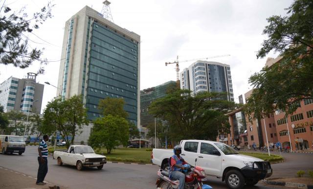 急速に経済成長するルワンダの首都キガリ。高層ビルも立ち並び、建設ラッシュが起きている。治安はアフリカ随一を誇る=2014年5月、杉山正撮影