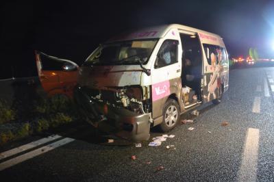 桜塚やっくんが乗っていた車=山口県美祢市東厚保町の中国自動車道下り線