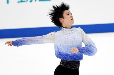 全日本選手権・男子SPで演技する羽生結弦選手=2014年12月26日