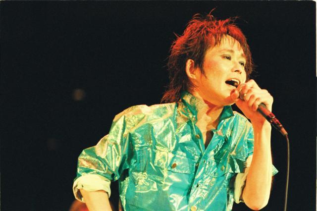 忌野清志郎さん=1992年4月、東京・日本武道館