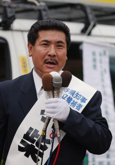 2002年の長野知事選で演説する羽柴秀吉氏。この時は田中康夫氏82万2897票に対し、9061票だった