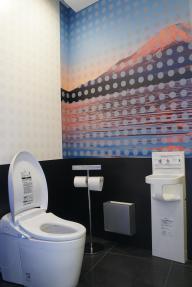 日本のトイレで「おもてなし」? 成田空港内に4月24日にオープンするギャラリーTOTO=4月13日、千葉県成田市
