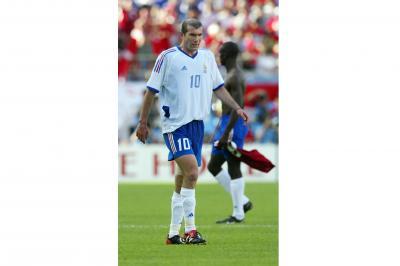 サッカーW杯でのジダン選手=2002年6月