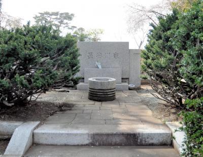 漫画家の長谷川町子の墓