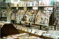 芳賀書店がビニ本ブーム時に開いた神田古書センター店の中=1979年ごろ、同店提供