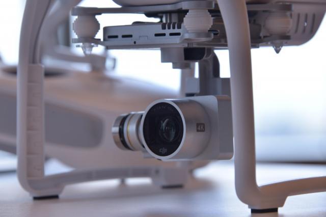 ファントム3のカメラ部分。4Kレベルの映像が撮影可能。センサー(CMOS)はソニー製