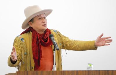 自らのうつ病の体験を話す俳優の萩原流行さん=2012年3月、宮崎市霧島5丁目