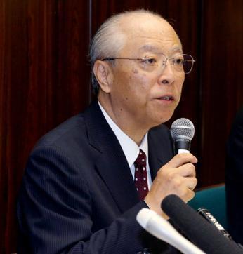 記者会見で謝罪し、記者の質問に答える朝日新聞の木村伊量社長(当時)=2014年9月11日、東京・築地