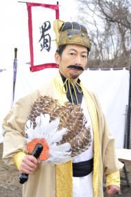 本郷の脳内軍師・諸葛孔明は篠井英介さんが演じる
