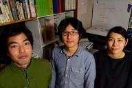 北澤潤八雲事務所の3人。北澤潤さん(左)と伊藤友二さん(中)、山口麻里菜さん(右)
